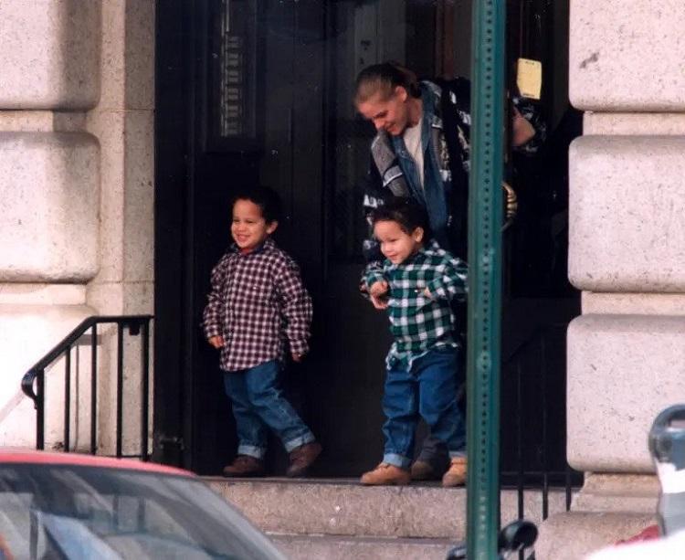Young Aaron and Julian De Niro