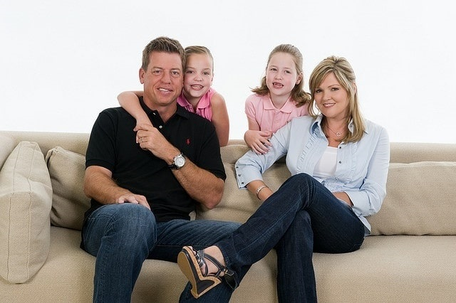 Rhonda Worthey with Troy Aikman and their daughters