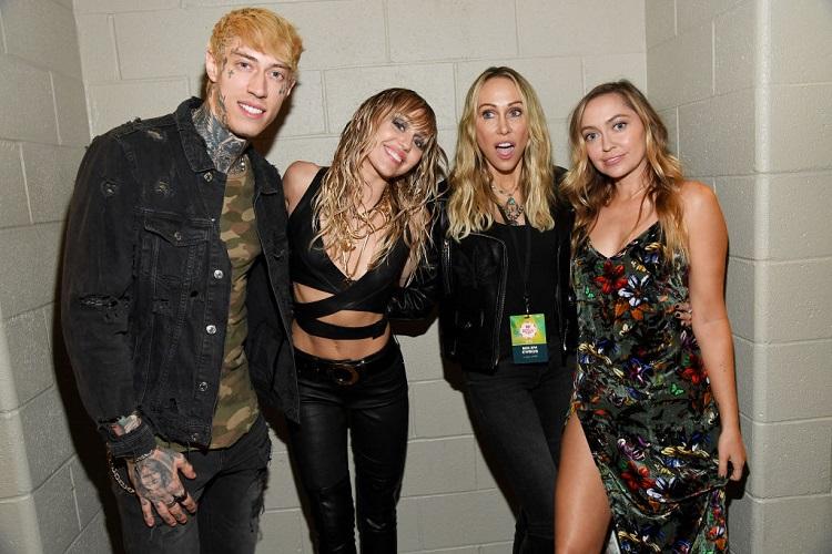 (L-R) Trace Cyrus, Miley Cyrus, Tish Cyrus, and Brandi Cyrus