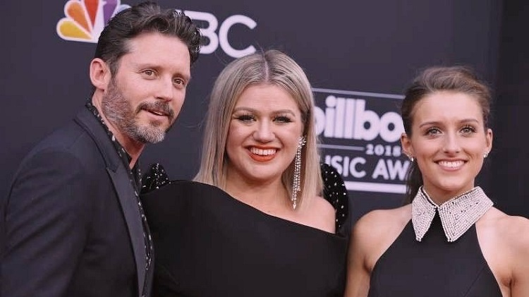 Savannah Blackstock with her father Brandon Blackstock and step-mother Kelly Clarkson