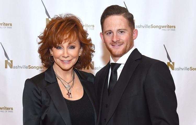 Shelby Blackstock with mother Reba McEntire