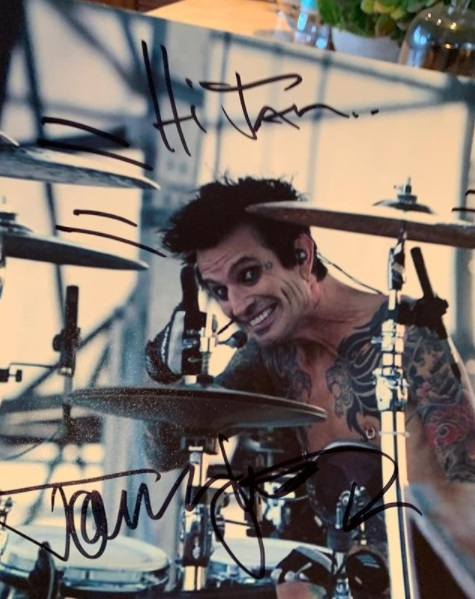 Photo of Tommy Lee playing drums