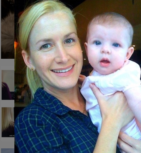 2008 photo of Angela Kinsey with her daughter Isabel Ruby Leiberstein