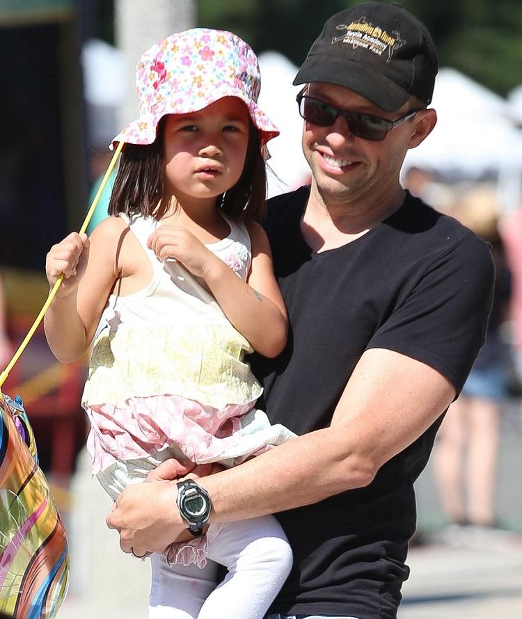 Daisy Cryer with her dad Jon Cryer
