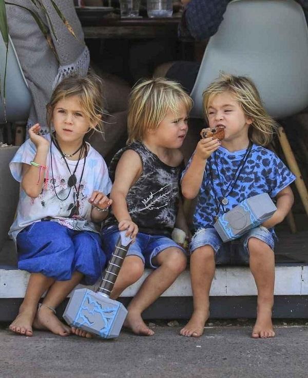 Tristan Hemsworth with his twin brother Sasha Hemsworth and elder sister India Rose Hemsworth