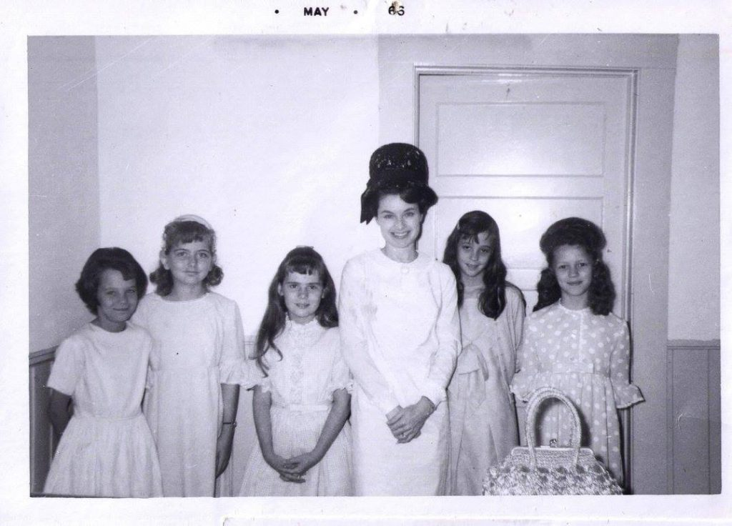 Elisa Gayle Ritter childhood photo with her friends