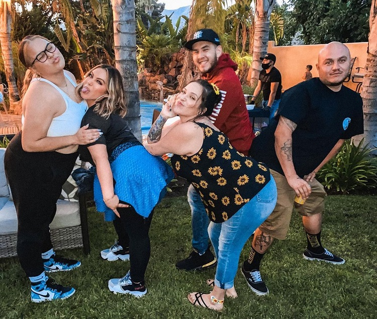 Jenicka Lopez with her siblings Chiquis Rivera, Johnny Lopez, Jacquie Lopez, and Michael Lopez