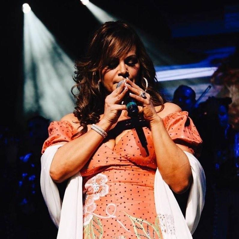 Jenni Rivera singing