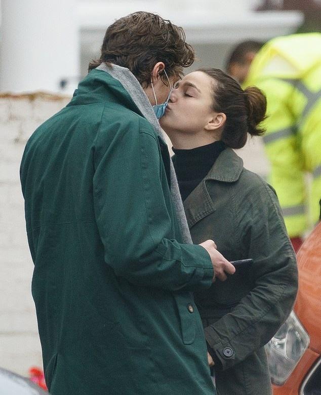 Marisa Abela spotted kissing her boyfriend Jamie Bogyo