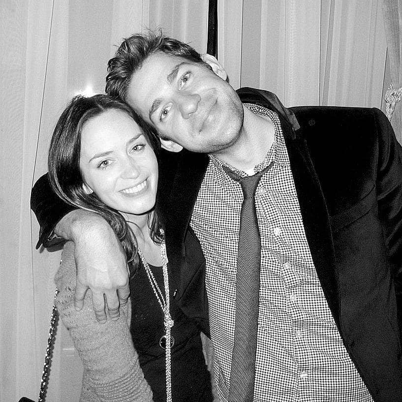 Old photo of Emily Blunt and John Krasinski dating together